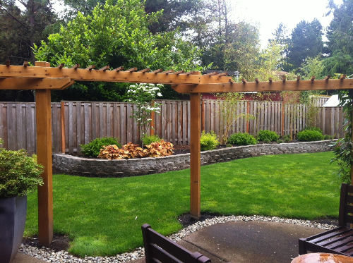 5 Tips For Landscaping On A Budget | Small backyard landscaping .