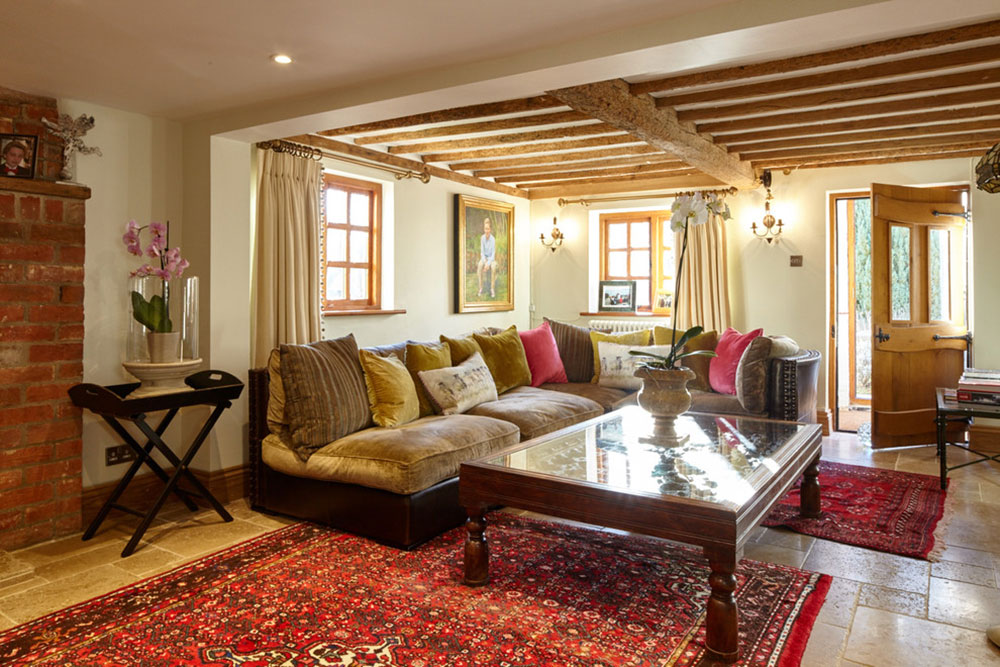 Living-Room-by-Theresa-Wallis-Interiors How to arrange furniture in an unpleasant living room