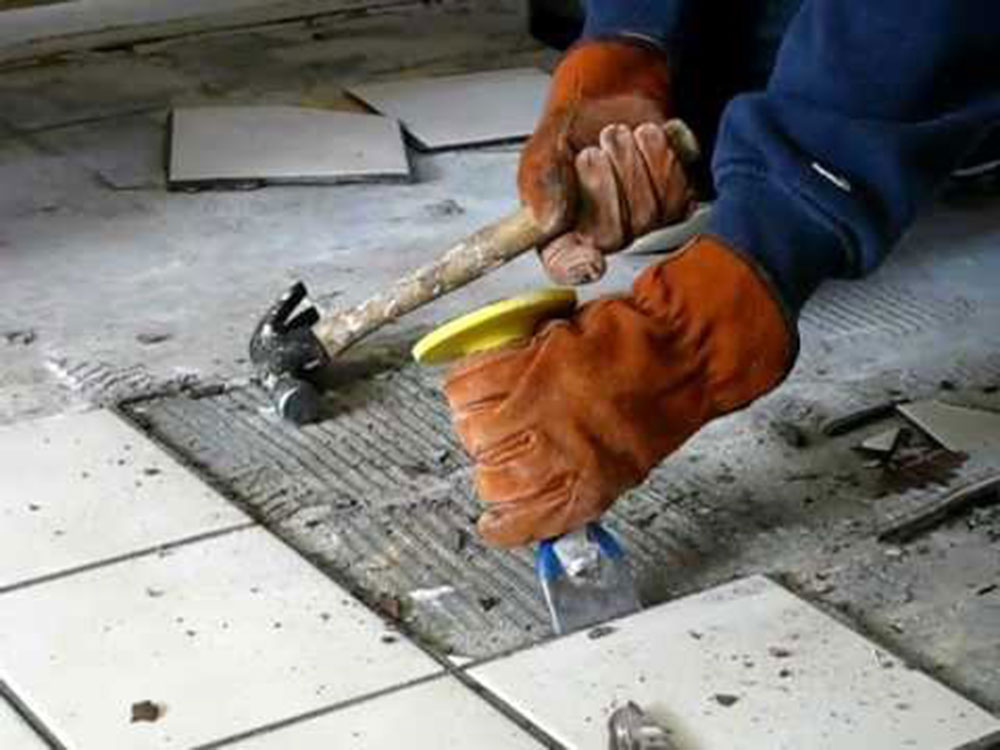 Removing bathroom tiles How to remove bathroom tiles and not cause any major problems