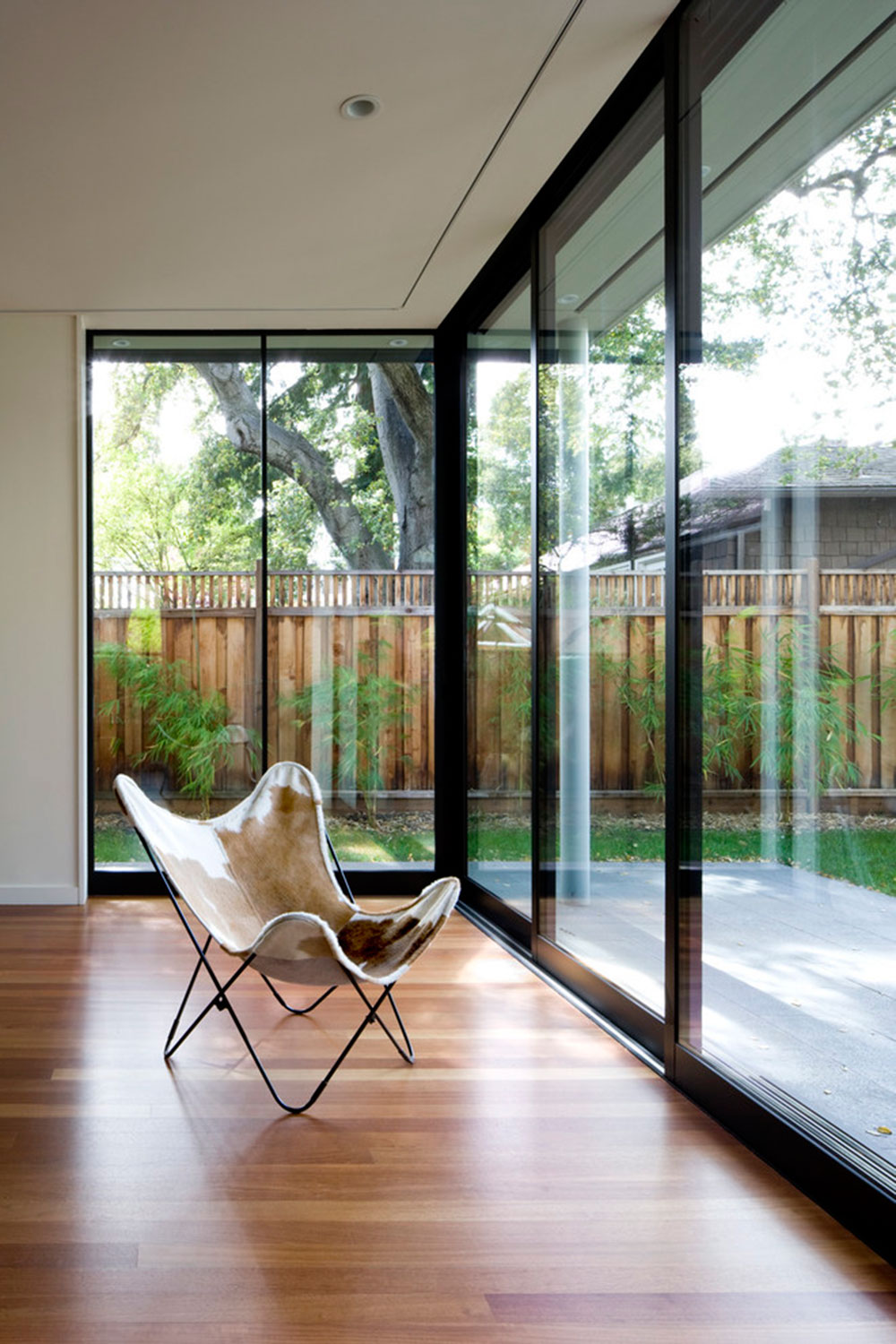 AdditionRemodel-of-the-historic-house-in-Palo-Alto-von-Cathy-Schwabe-Architektur Tips for using the butterfly chair to decorate a room