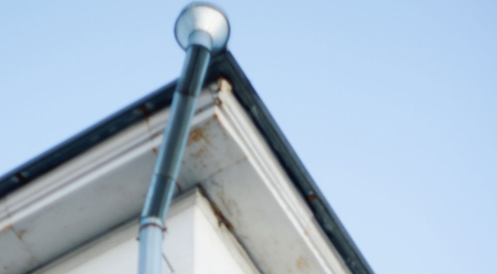 photo-1589398284280-0490d847ad48 Top 5 tips to improve the life of your roof