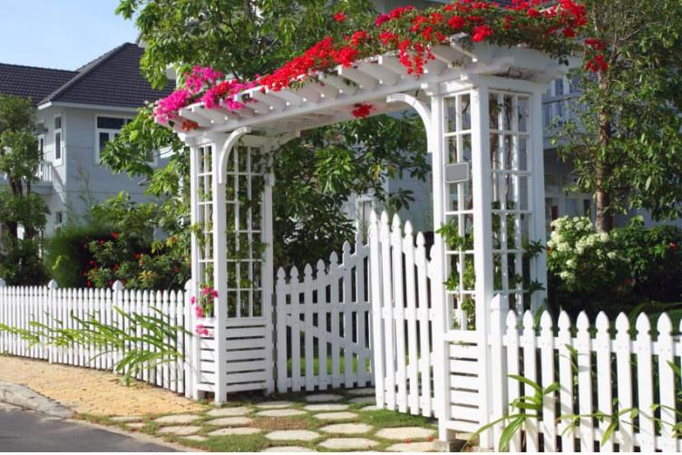 Amazing Garden Fence Decoration Ideas to Beautify Your Gard