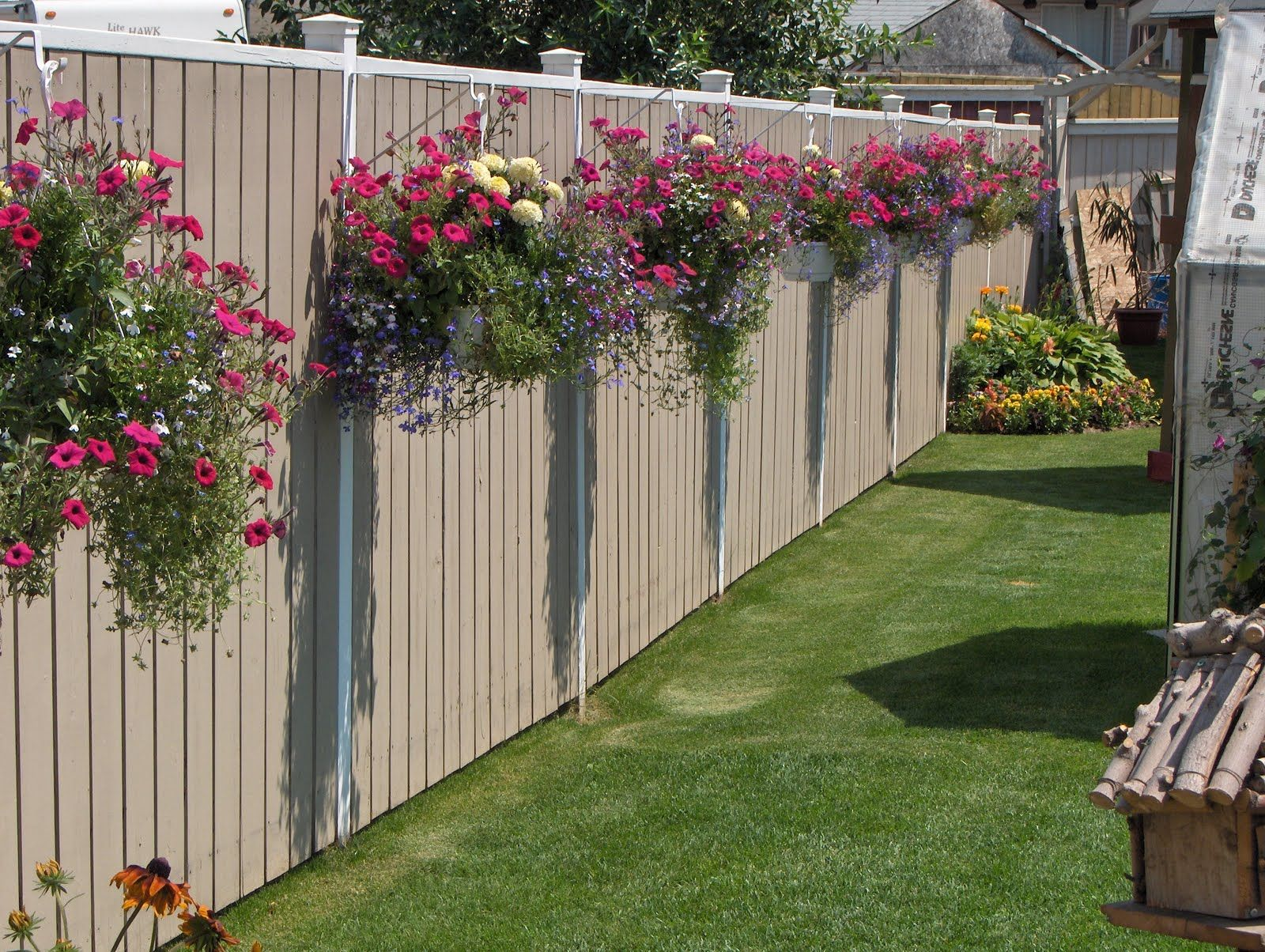 Ideas for garden fences that are   practical and also look good