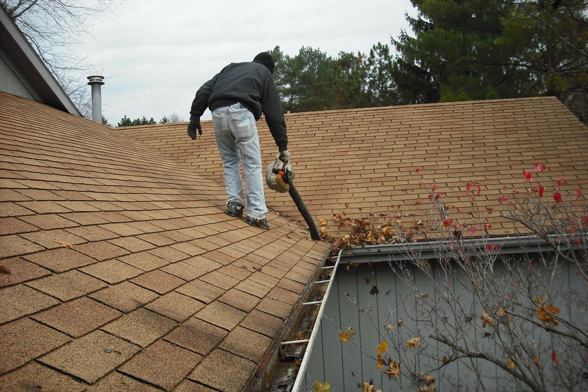 Clean gutters properly and safely