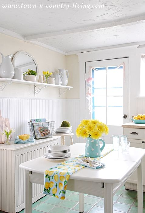 Farmhouse Kitchen Dressed for Spring | Spring kitchen decor .