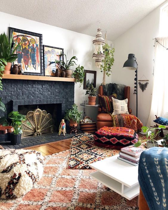 Decorating with rugs: Make your room look bigger & bett