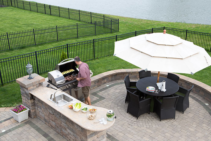 Design the outdoor kitchen of your dreams