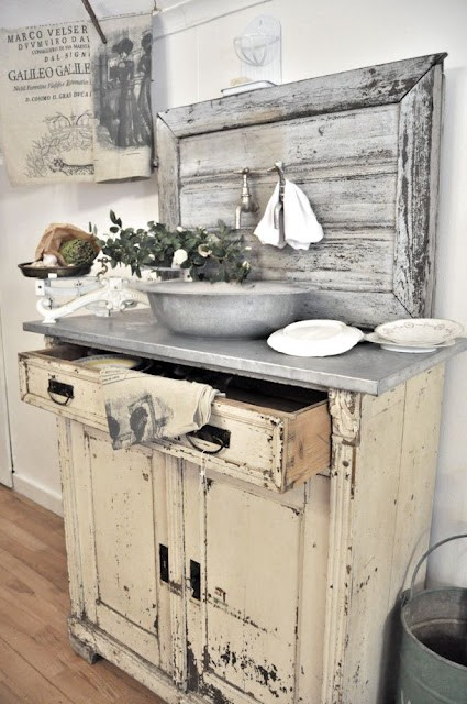 Shabby in love: distressed furniture ide