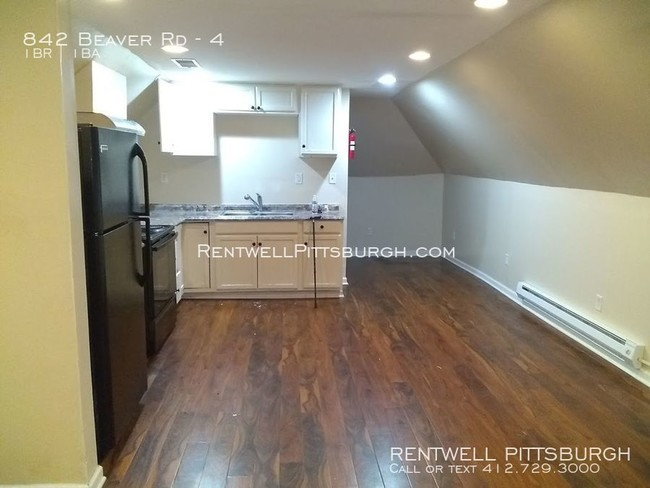 Newly Renovated Efficiency Apartment - Apartment for Rent in .