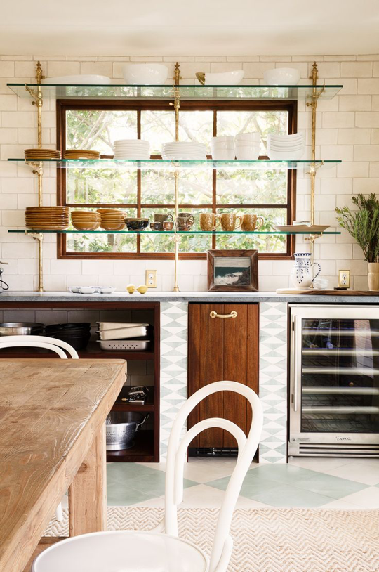 Beautiful looking kitchen: how to do it   with glass shelves?