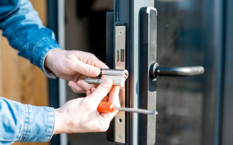 How Much Does a Locksmith Cost? The Ultimate Hiring Guide - KA