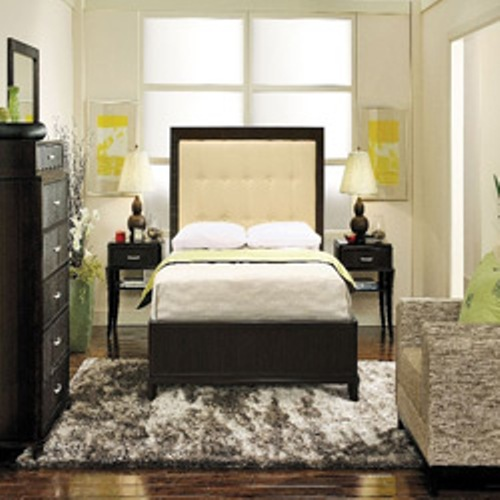 How To Arrange A Small Bedroom With A Queen Bed: 4 Tips | Home .