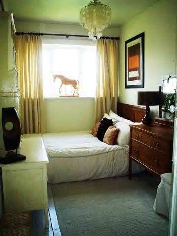 How to arrange a small bedroom with a   queen-size bed