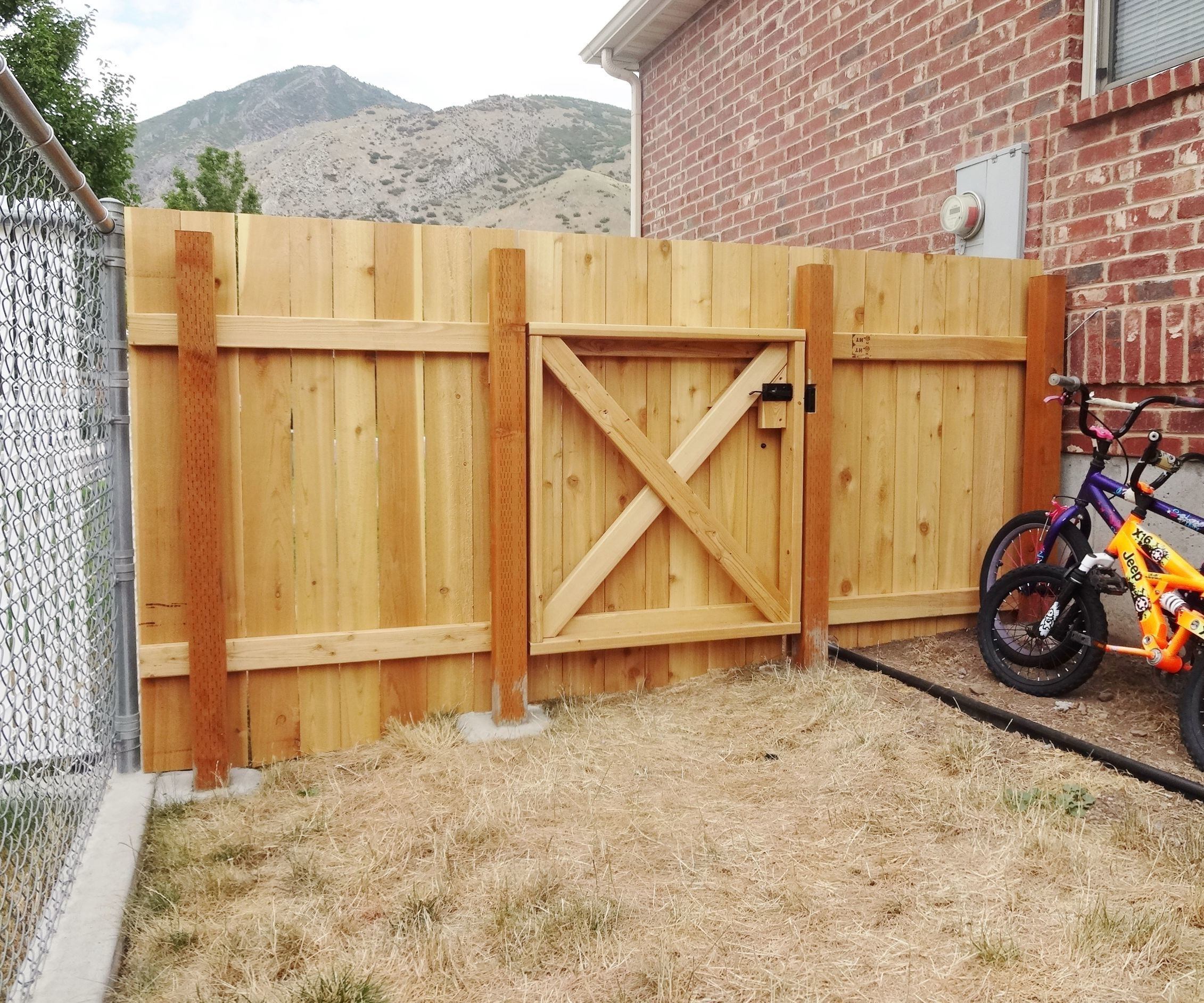 How to build a wooden gate that looks   great