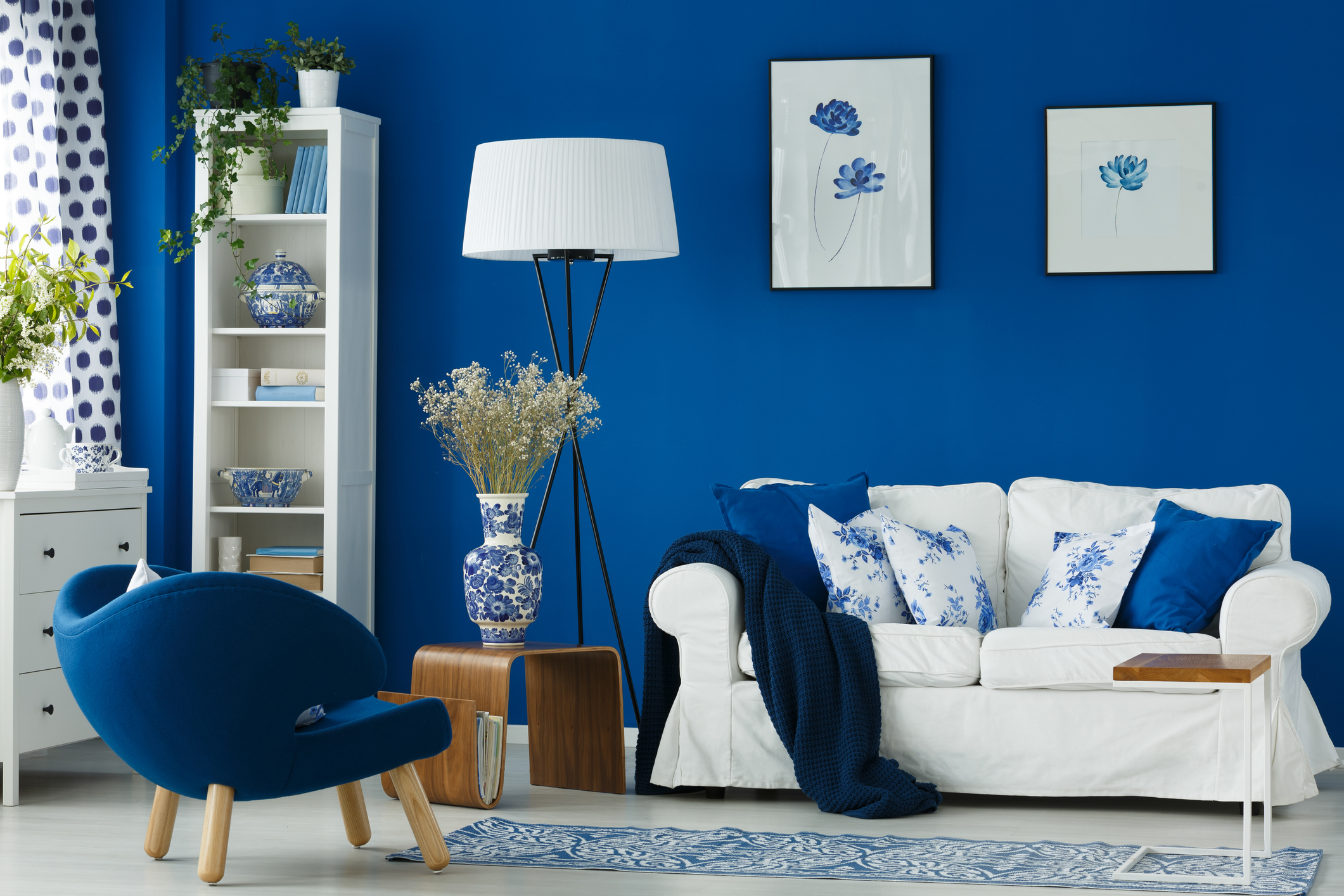 How to choose a paint color that suits   your interior