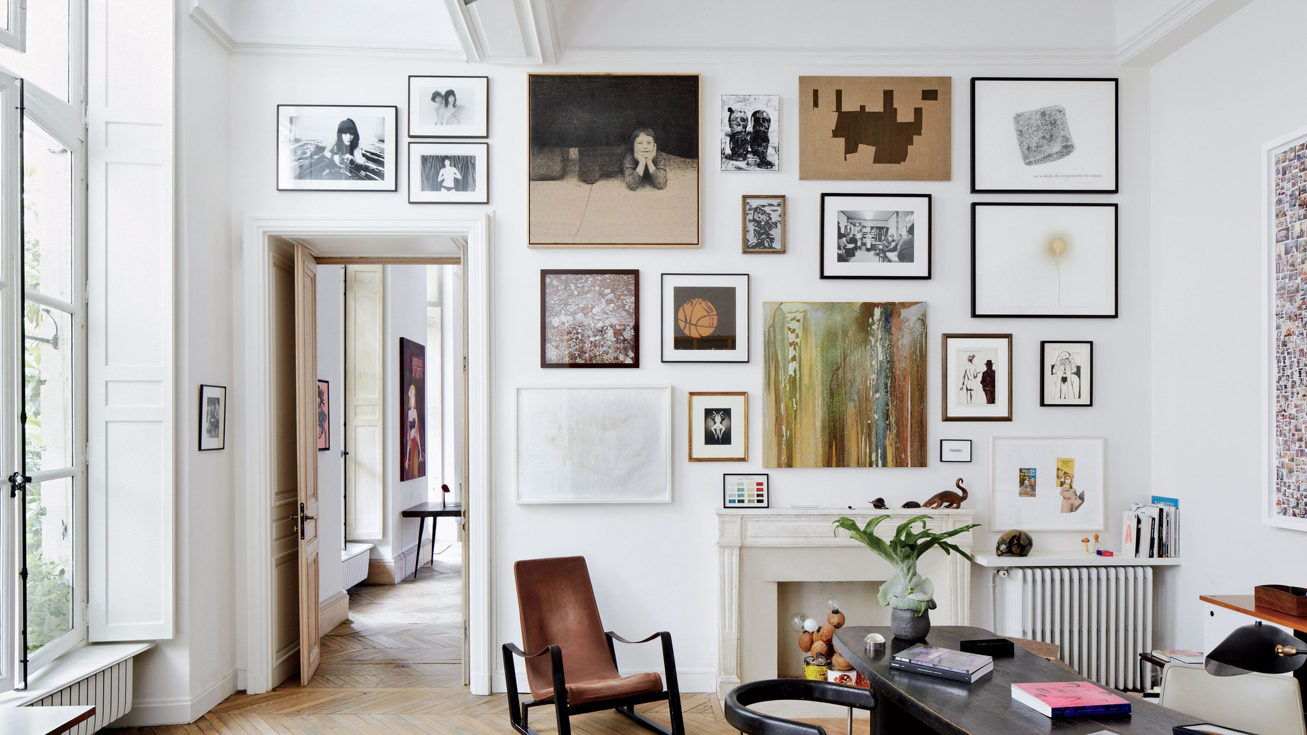 How do I decorate walls in a room? Best options