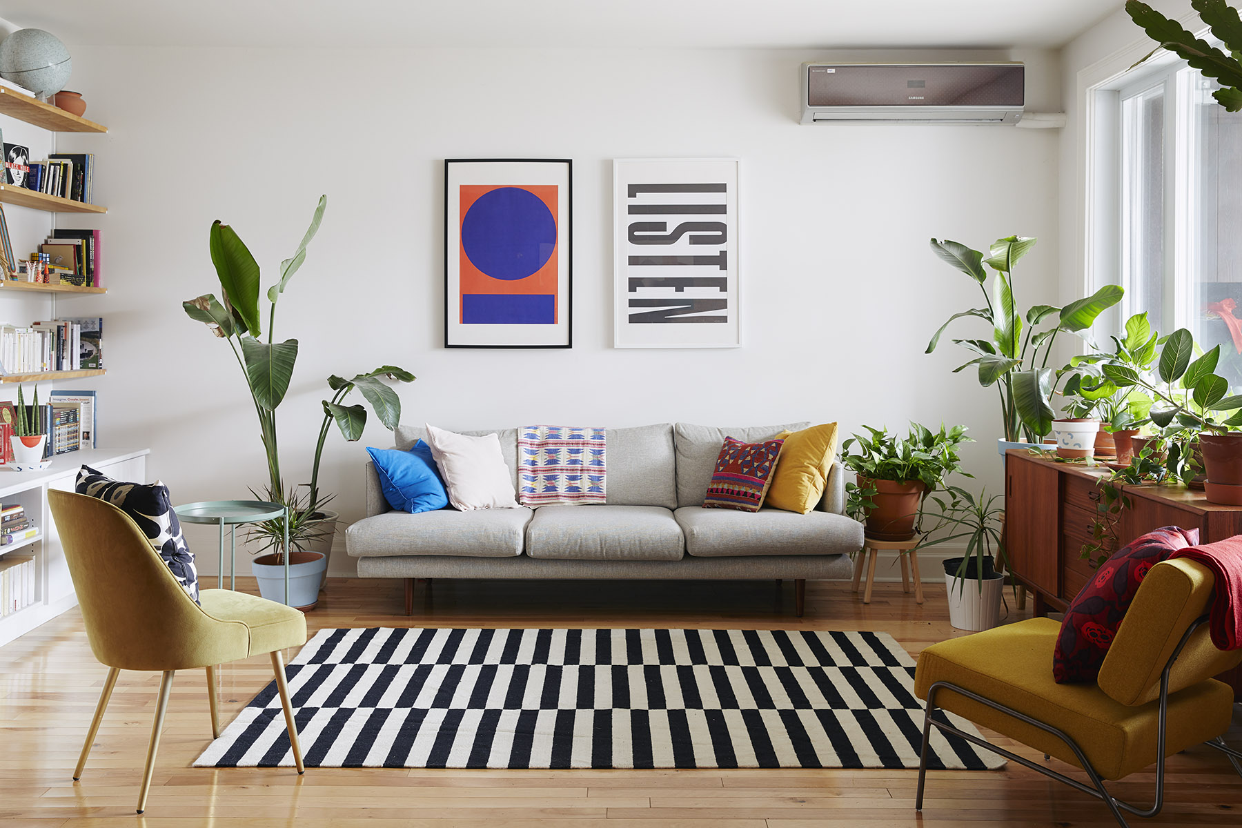 How to decorate a living room without a   coffee table