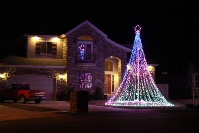 Top 10 Outdoor Christmas Light Ideas for 2020 | Pouted.com .