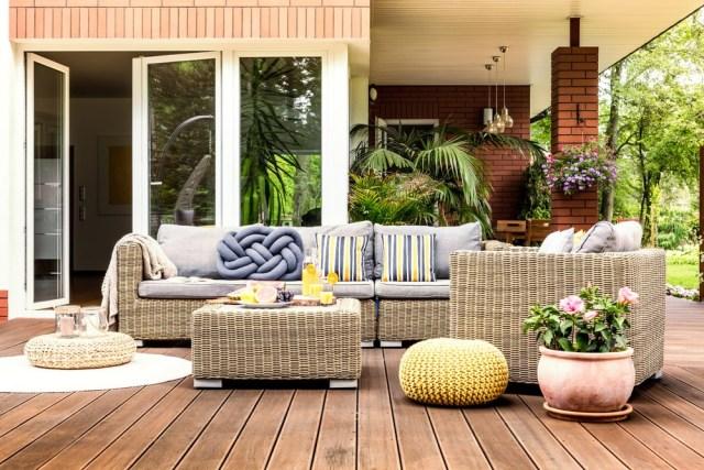 24 Cheap Backyard Makeover Ideas You'll Love | Extra Space Stora