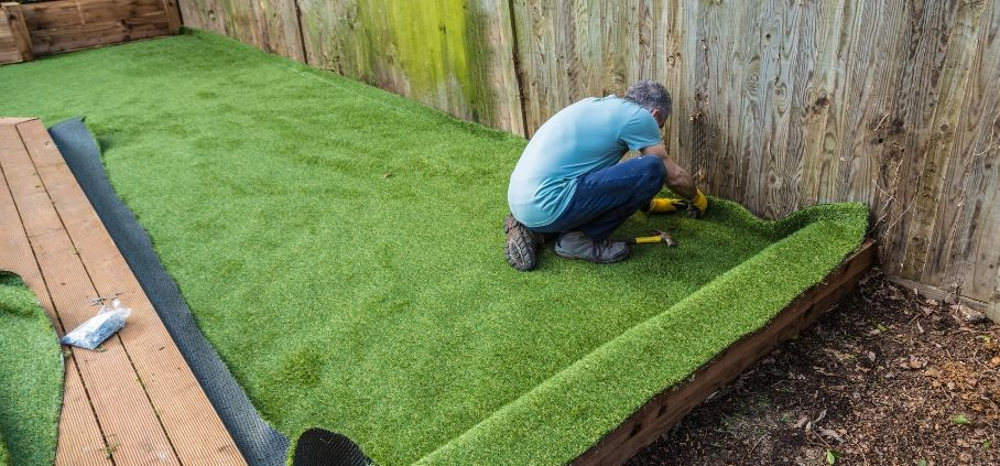 How to Lay an Artificial Lawn | A Visual Guide to DI