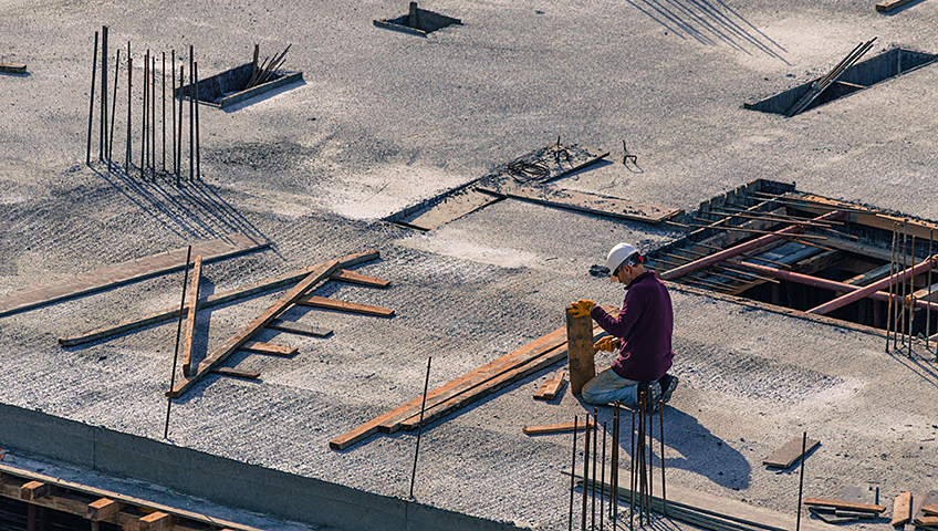 When to Opt for Commercial Flat Roof Replacement or Repai
