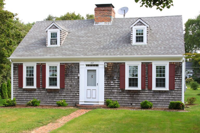 The Cape Cod House Style in Pictures and Te