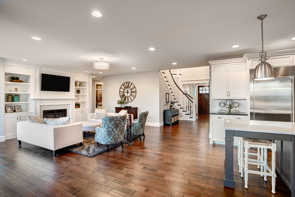 The pros and cons of decorating your home   before selling it