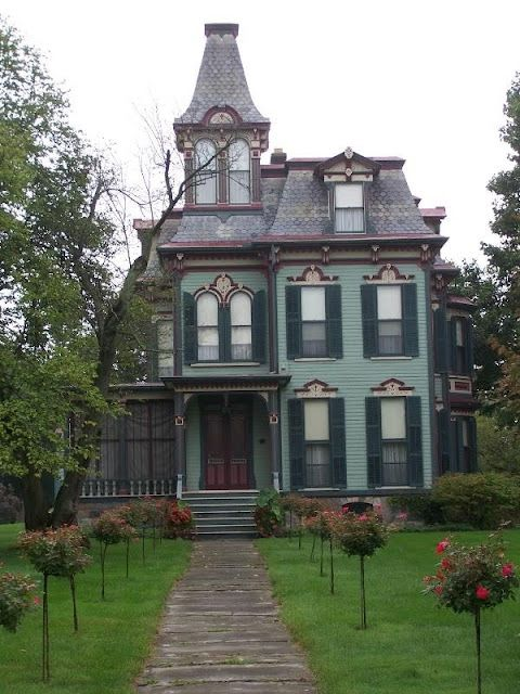 The Victorian Era. 1837-1901 | Victorian homes, Old house smells .