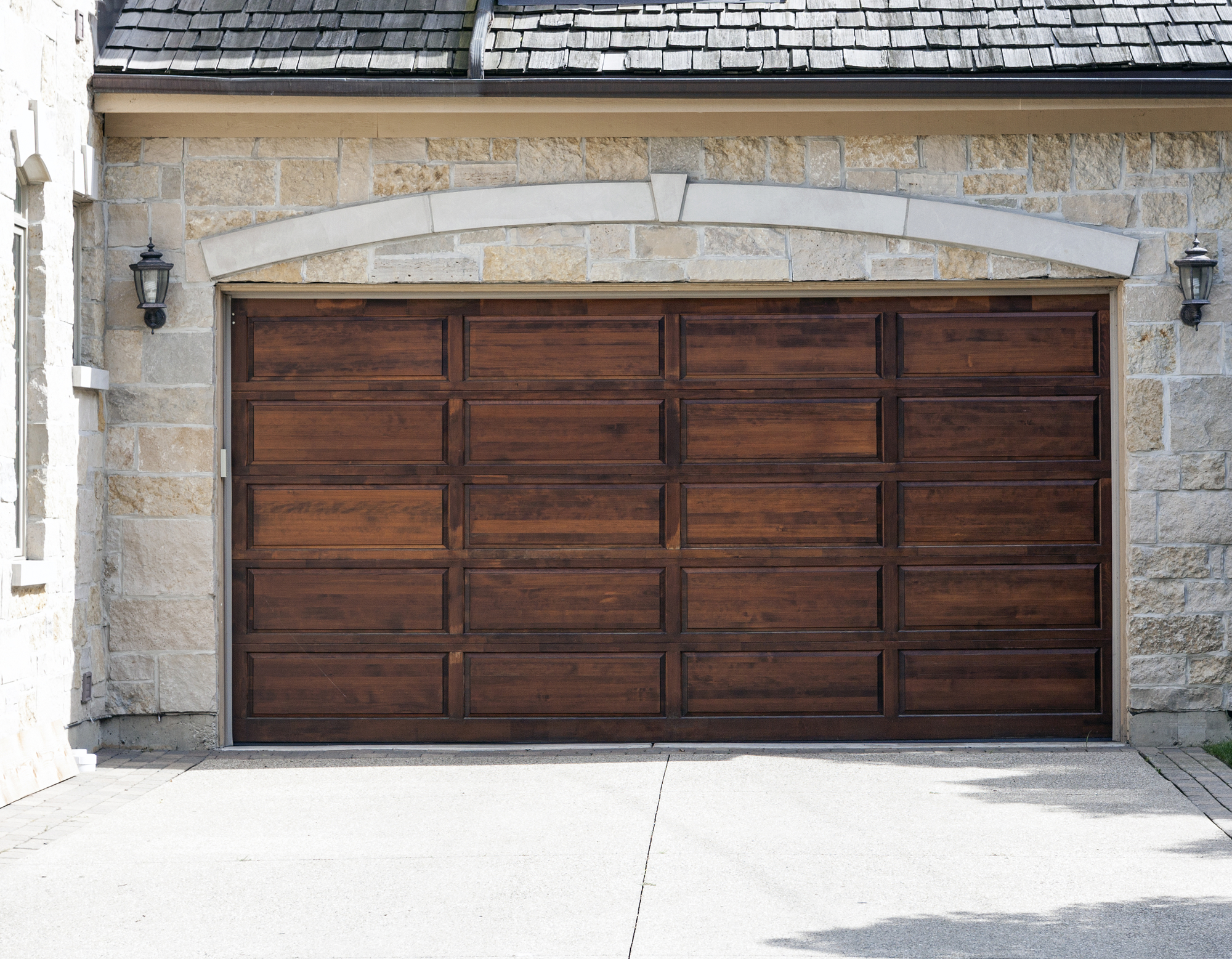 Ways to improve the aesthetics of your   garage door